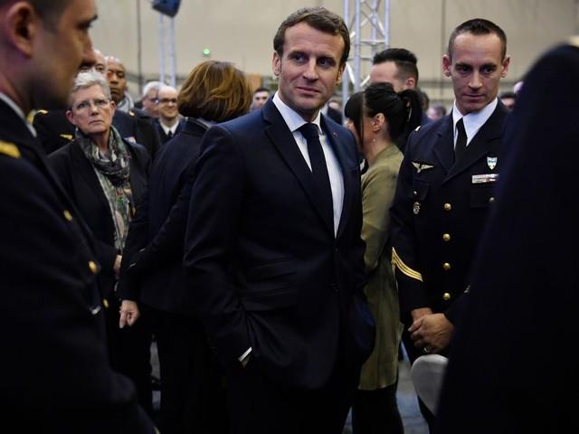 La sécurité de Macron en question après les Bouffes du Nord