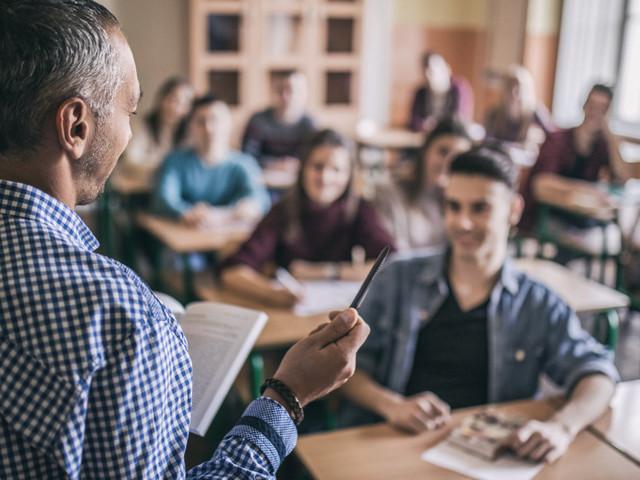 Deux professeurs principaux pour orienter les élèves de terminale, un casse-tête pour les lycées
