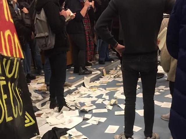 """Livres détruits par des étudiants : """"La démocratie exige l'échange"""", rappelle la librairie indépendante touchée, choquée"""
