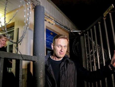 Russie: Alexeï Navalny sort de prison pour défier à nouveau Poutine