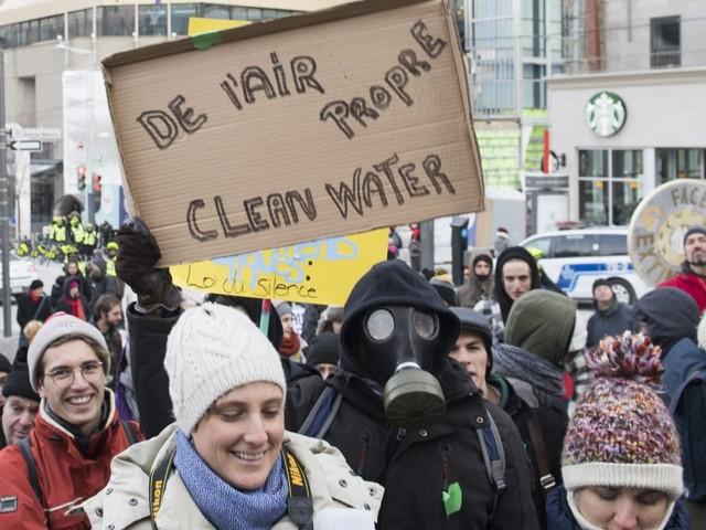 Des dizaines de milliers d'étudiants québécois manifestent pour le climat