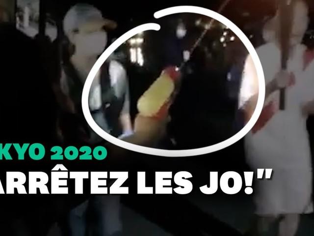 JO de Tokyo 2021: Une femme tente d'éteindre la flamme olympique avec un pistolet à eau