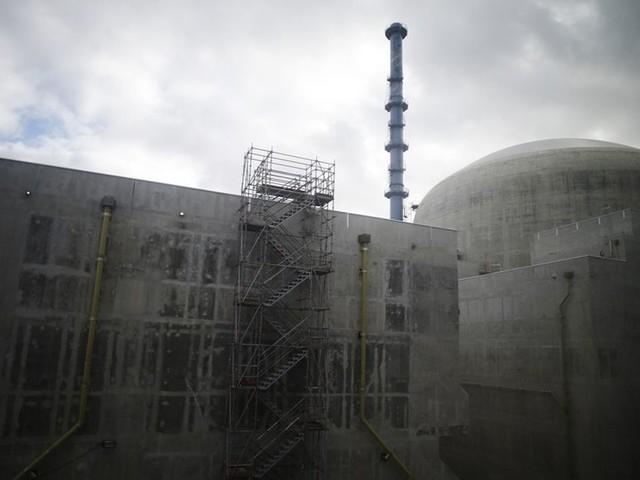 Nucléaire: EDF tente de redonner confiance au gouvernement