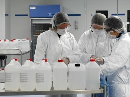 A Strasbourg, des étudiants mobilisés pour fournir l'hôpital en solution hydro-alcoolique