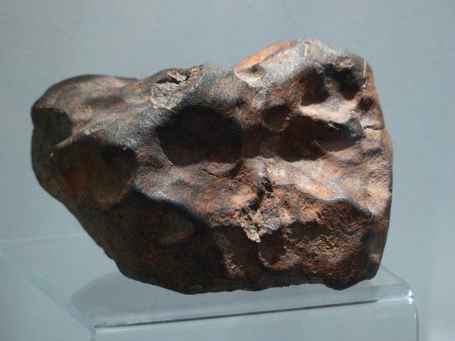 Une douzaine de météorites est actuellement aux enchères chez Christie's, tentez votre chance