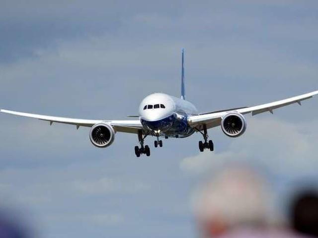 Boeing 737 MAX : pourquoi les avions n'ont-ils pas été cloués au sol dès le premier crash ?