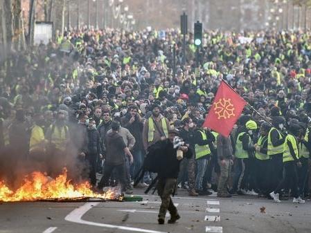 """Acte IV des """"gilets jaunes"""": plus de 1200 gardes à vues en France, le bilan de la mobilisation"""