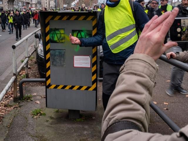 """""""Gilets jaunes"""" : les dégradations de radars ont coûté 360 millions d'euros"""