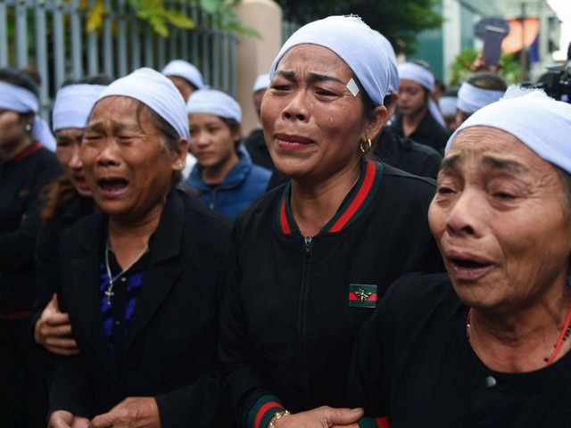 Camion de l'horreur : au Vietnam, la douleur des proches aux funérailles des victimes