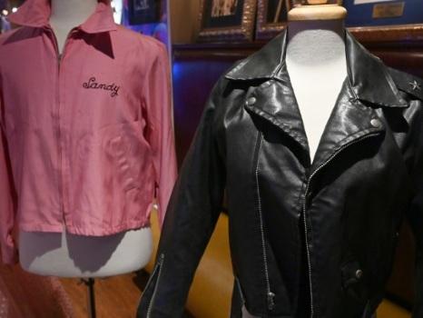 """Un blouson et un pantalon de """"Grease"""" vendus 400.000 dollars aux enchères"""