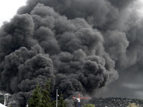 Incendie à Rouen: faut-il s'inquiéter des retombées noirâtres sur le sol belge?