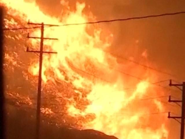 Les incendies en Californie désormais attisés par des vents de la force d'un ouragan