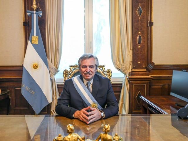 Argentine: Fernandez prête serment, la gauche péroniste reprend les commandes