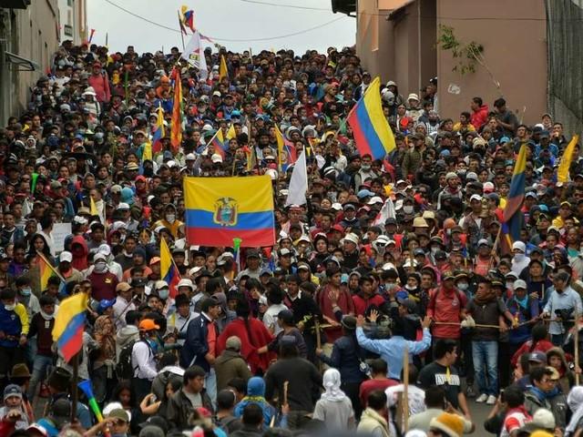 Vidéo. Équateur : des milliers de manifestants gagnent Quito, toujours quadrillée par la police