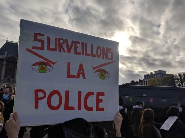 """Près d'un millier de manifestants à Lille contre la loi """"Sécurité Globale"""""""