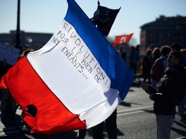 Pour redonner un sens à la République et à la démocratie, il est urgent de repolitiser les Français