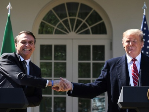 Trump loue les efforts de Bolsonaro sur les feux en Amazonie