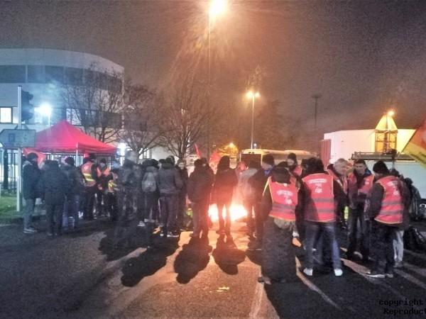 Poitiers : le dépôt de Vitalis bloqué par des grévistes, aucun bus urbain ne circule