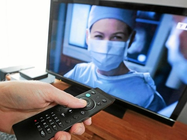 Télévision : l'audience baisse, le sport et la fiction crèvent l'écran