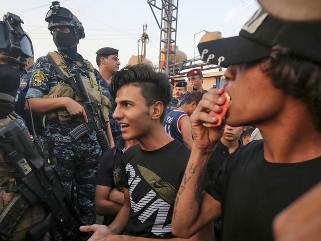 """En Irak, la jeunesse se soulève : """"Ici, tu n'as du travail que si tu paies"""""""