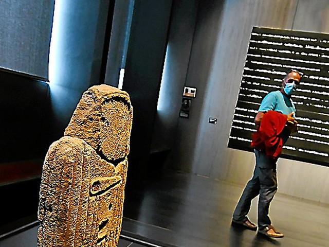 Aveyron : la statue-menhir de la Verrière s'expose au musée Soulages de Rodez