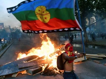 Chili: manifestations un an après la mort d'un Mapuche tué par la police