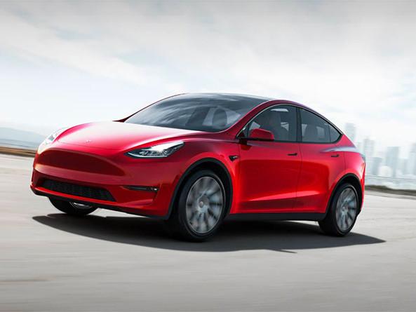 Quand Elon Musk fait tomber la chemise pour le lancement de la Tesla Model Y