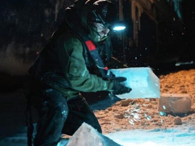"""Mike Horn et l'équipage qui l'a secouru sont """"piégés par la glace"""" depuis 10 jours"""