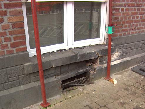 Un automobiliste percute une façade à Ans: les pompiers doivent stabiliser le bâtiment