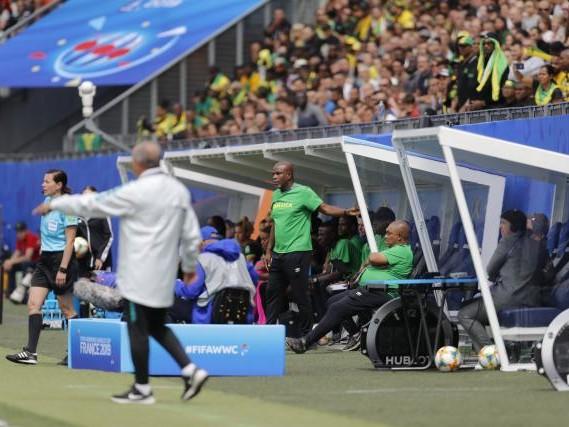 Foot - CM 2019 - JAM - Coupe du monde 2019 - Hue Menzies, sélectionneur de la Jamaïque : « Il faut mieux nous préparer »