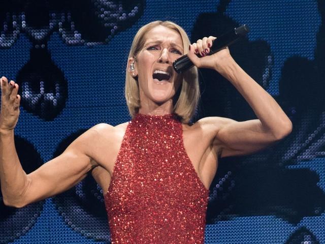 Céline Dion rend hommage sur scène à sa mère, décédée