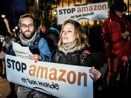 Black Friday: blocages dans la Drôme, à Nantes et Besançon contre la surconsommation