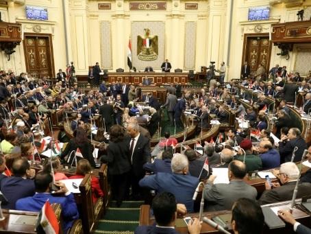 Egypte: vote du Parlement ouvrant la voie à une prolongation de la présidence de Sissi