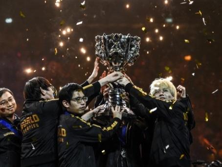 FPX foudroie G2 et remporte les Mondiaux de League of Legends