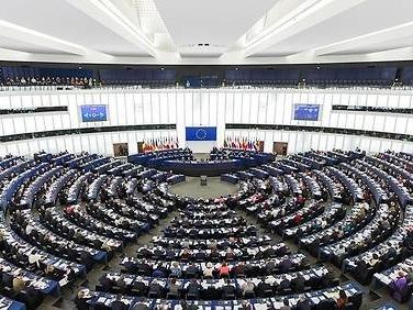 Européennes: à quoi pourrait ressembler le futur Parlement?