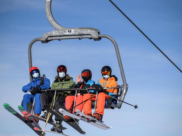 """""""Tous en piste"""", le credo des stations de ski suisses face au Covid"""