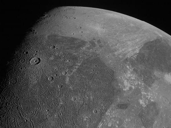 Hubble découvre de la vapeur d'eau sur une lune de Jupiter