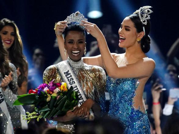 La gagnante et les finalistes du concours Miss Univers