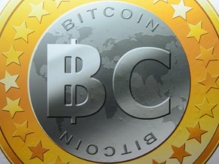 Le bitcoin s'emballe et s'approche des 17.000 dollars