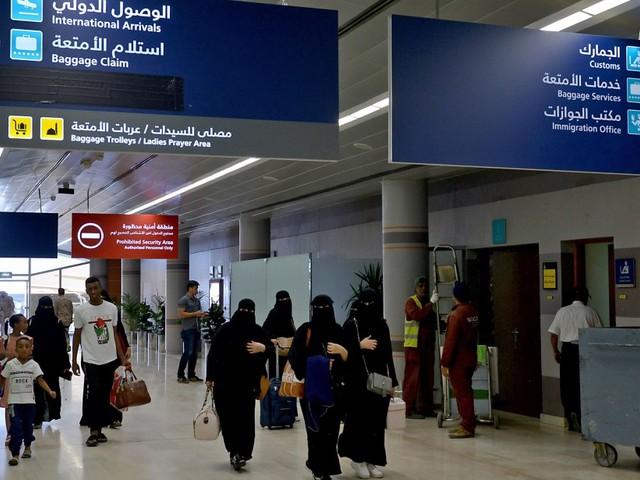 Femmes autorisées à voyager sans permission: jubilation et colère en Arabie