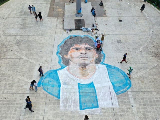 "L'avocat de Maradona dénonce ""l'idiotie criminelle"" des ambulanciers, arrivés trop tard"