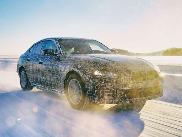 La BMW i4 transpose les caractéristiques de conduite BMW à l'ère de l'électromobilité