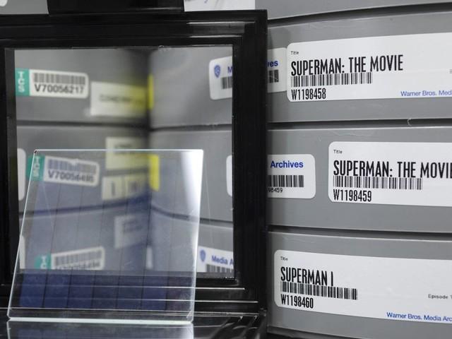 Stockage : Microsoft stocke le film Superman sur une plaque de verre