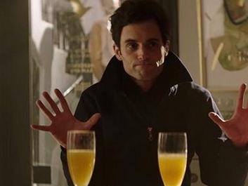 You saison 3 : Une supposition évoquée à propos de la voisine démentie par Penn Badgley !