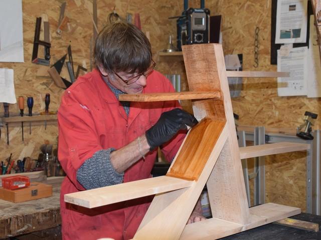 Jean Letendre, de La Ferté-Fresnel, se fait plaisir en travaillant le bois