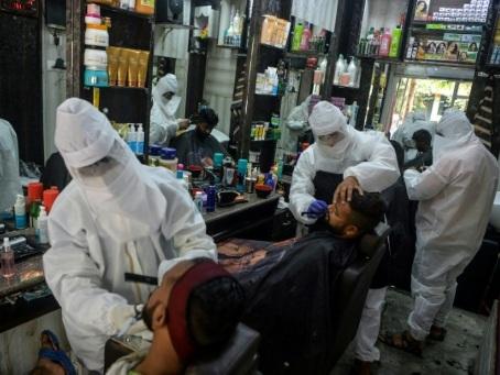 Six millions de personnes contaminées par le coronavirus, Bolsonaro prend un bain de foule