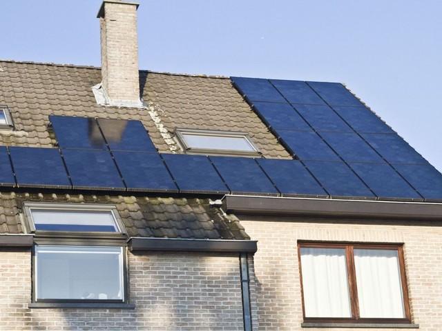 Déjà la fin des panneaux solaires gratuits à Bruxelles? Les installateurs s'adaptent aux changements à venir