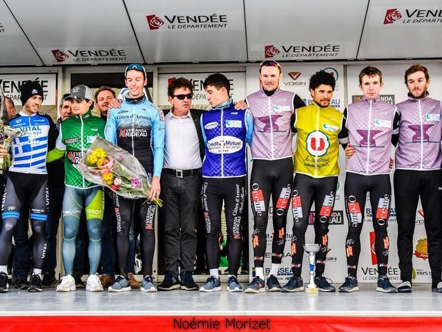 Stylianos FARANTAKIS (VC Pays de Loudéac) a remporté, la 3ème épreuve du Circuit des Plages Vendéennes (Elite Nationale), disputée sur 133,6 kilomètres autour de la Tranche-sur-Mer (Vendée). Le Champion de Grèce a devancé dans un sprint à trois Aurélien Le Lay (Côtes d'Armor-Marie Morin-Véranda Rideau) et Rudy Fiefvez (Océane Top 16) + Classement et photos + Tweets by directvelo - (Noémie MORIZET)