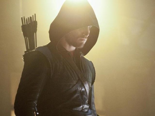 Arrow saison 8 : La série a-t-elle uniquement été renouvelée pour le crossover ? Le showrunner se défend !