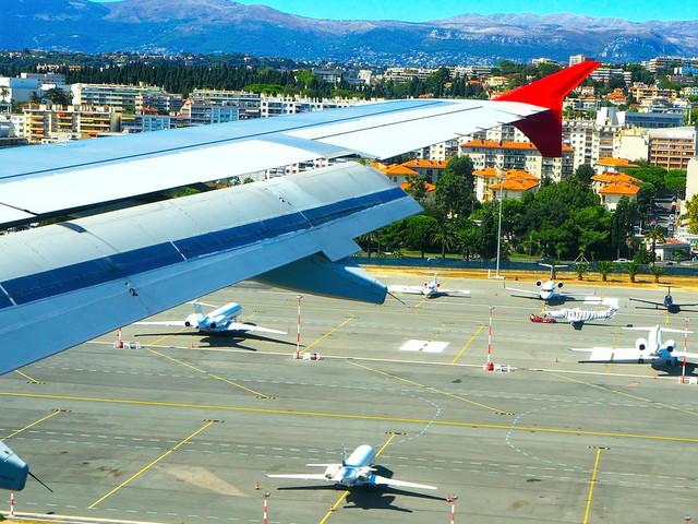 Les aéroports de la Côte d'Azur s'engagent à ne plus émettre de CO2 d'ici 2030
